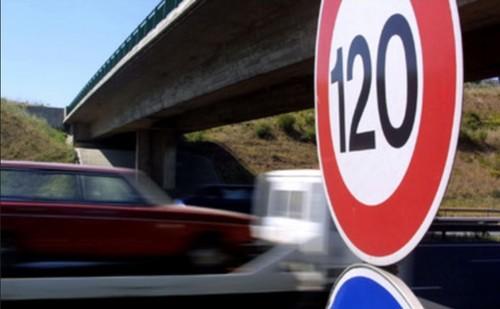 AutoEstrada120Kmh.jpg
