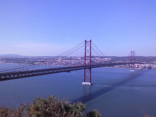 Ponte 25 Abril Foto original DAPL 2015.jpg