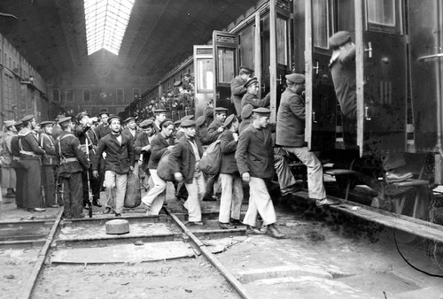 Partida Marinheiros para Sacavém, 1927, por Ferreira da Cunha