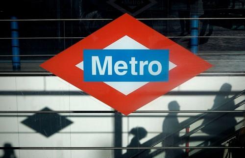 metro de madrid gay.jpg