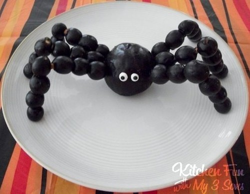 64-Non-Candy-Halloween-Snack-Ideas-spider-snack.jp