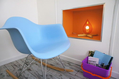 A-Very-Small-Apartment-Design-with-Colorful-Pop-De