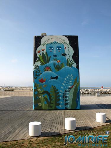 Pintura de desenho azul na estrutura de betão no molhe da Figueira da Foz [en] Blue design paint on concrete structure at the jetty of Figueira da Foz