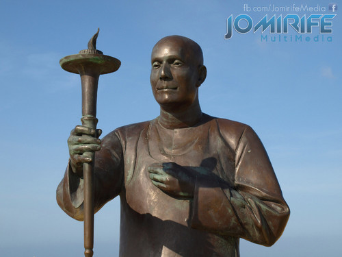 Estátua de Sri Chinmoy fundador da Peace Run na Figueira da Foz [en] Sri Chinmoy statue the founder of the Peace Run in Figueira da Foz Portugal