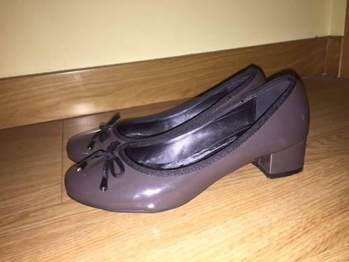 Sapatos de Salto Baixo Castanho.jpg