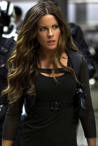 Kate-Beckinsale-in-Total-Recall-3.jpg