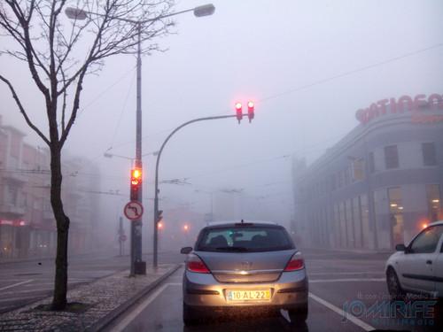 Nevoeiro na Avenida Fernão Magalhães em Coimbra. Fog in the Fernão Magalhães Avenue in Coimbra