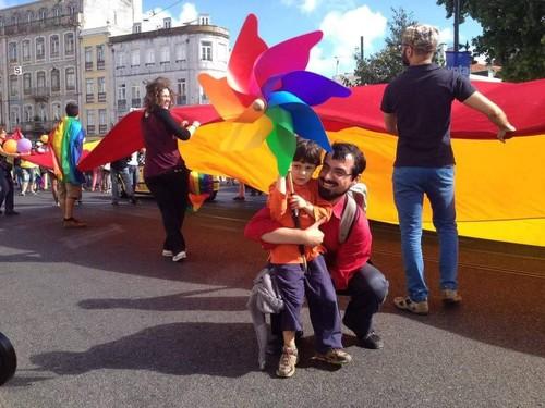 Adopção Gay Parentalidade Casais Mesmo SExo.jpg