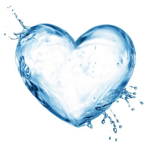 Coração de água - Imagem daqui: http://www.swellwomen.com/swell-life/16-tips-for-drinking-your-8-glasses-of-water-daily