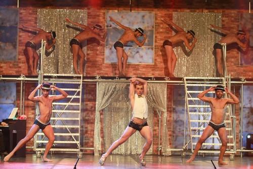 Rapazes  Nus a Cantar Casino Estoril.jpg