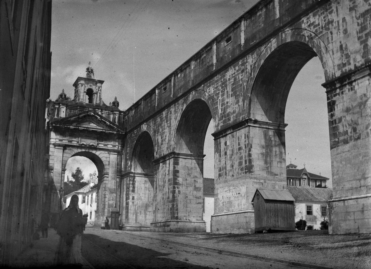 Arco das Amoreiras, foto de José Chaves Cruz,.jpg