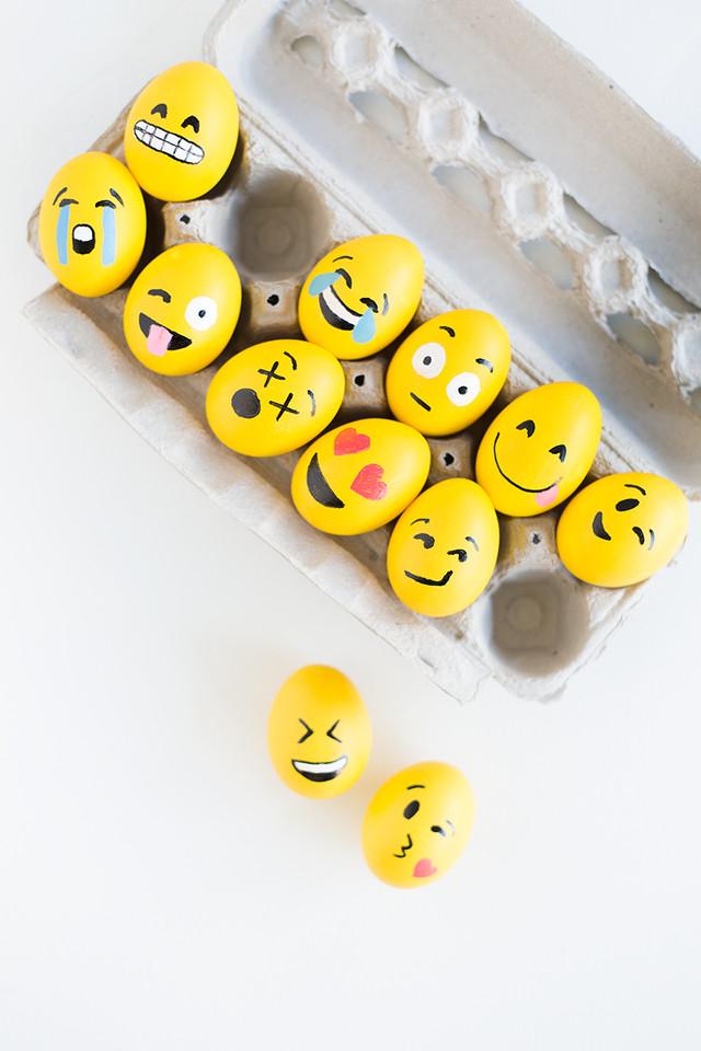 DIY-Emoji-Easter-Eggs4.jpg