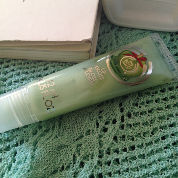 THE-BODY-SHOP_Flavoured-Lip-Gloss_Glazed-Apple.png