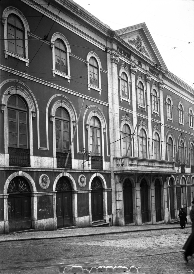 Teatro da Trindade, foto de Joshua Benoliel.jpg