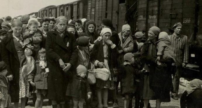 judeus húngaros a caminho da morte.jpg
