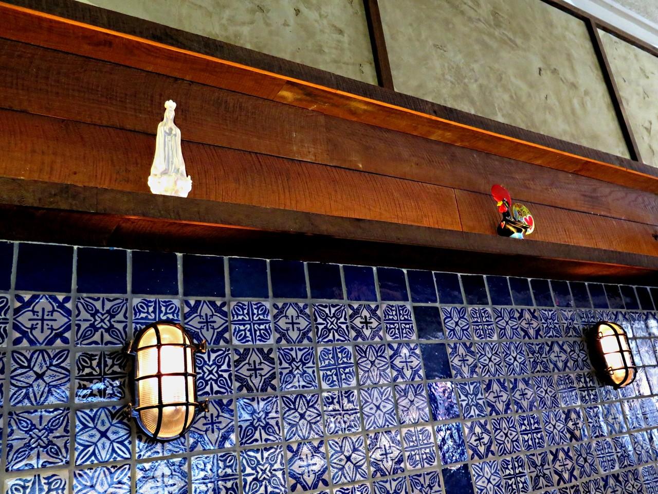 Símbolos da Portugalidade: Nossa Senhora de Fátima, Galo de Barcelos, Azulejos