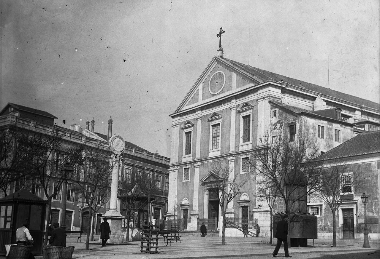 Igreja de São Roque, fachada principal.jpg