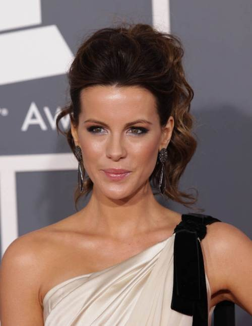 12-kate-beckinsale's-cute-christmas-hairstyle-fo