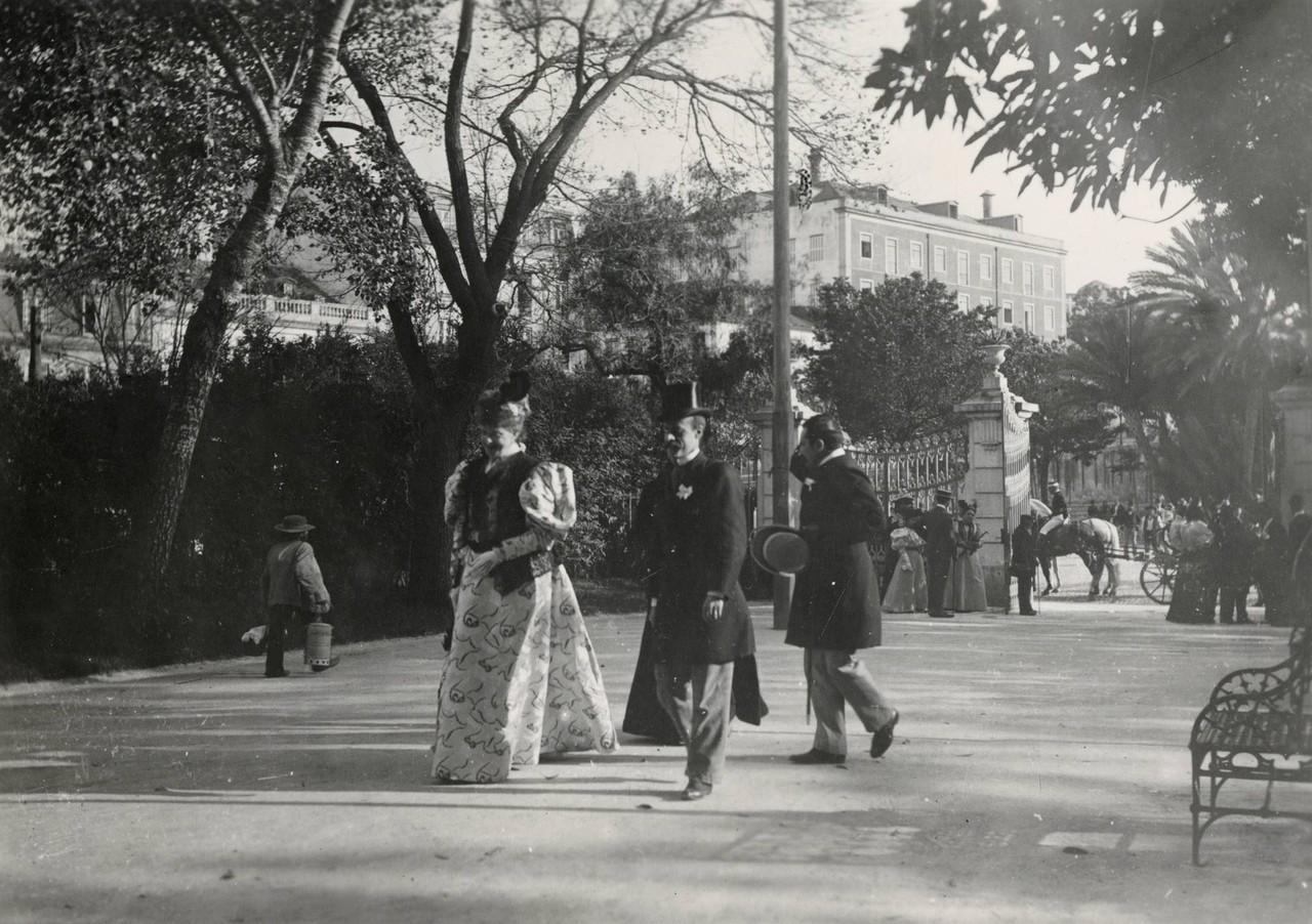 A rainha Dona Amélia no Jardim da Estrela, espól
