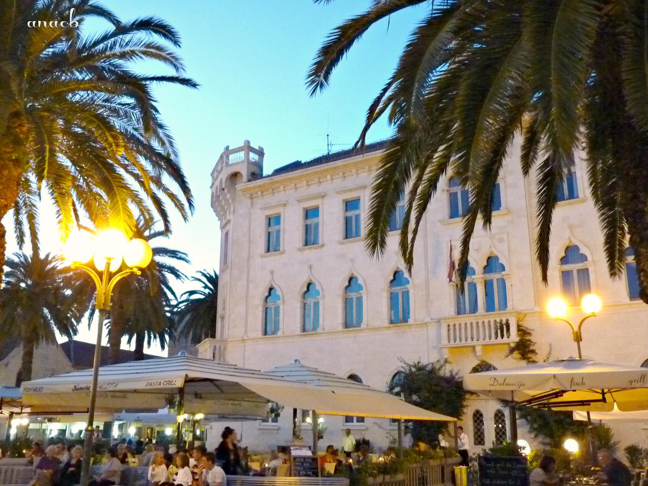 Trogir - Lucic palace - viajarporquesim.blogs.pt.j