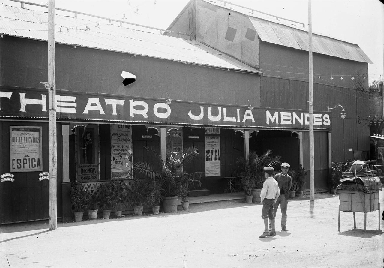 Feira de Agosto no parque Eduardo VII, teatro Júl