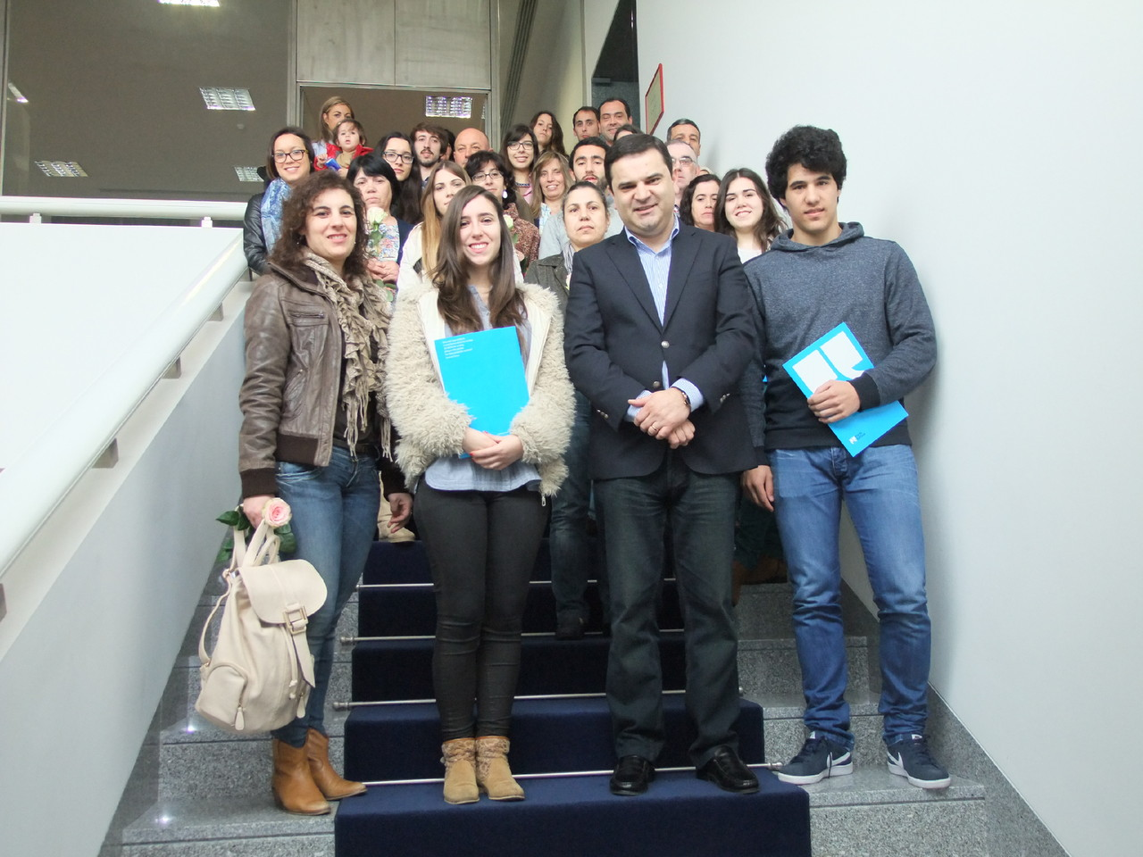 Presidente Gonçalo Rocha com os alunos contemplad