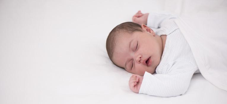bebé a dormir.jpg