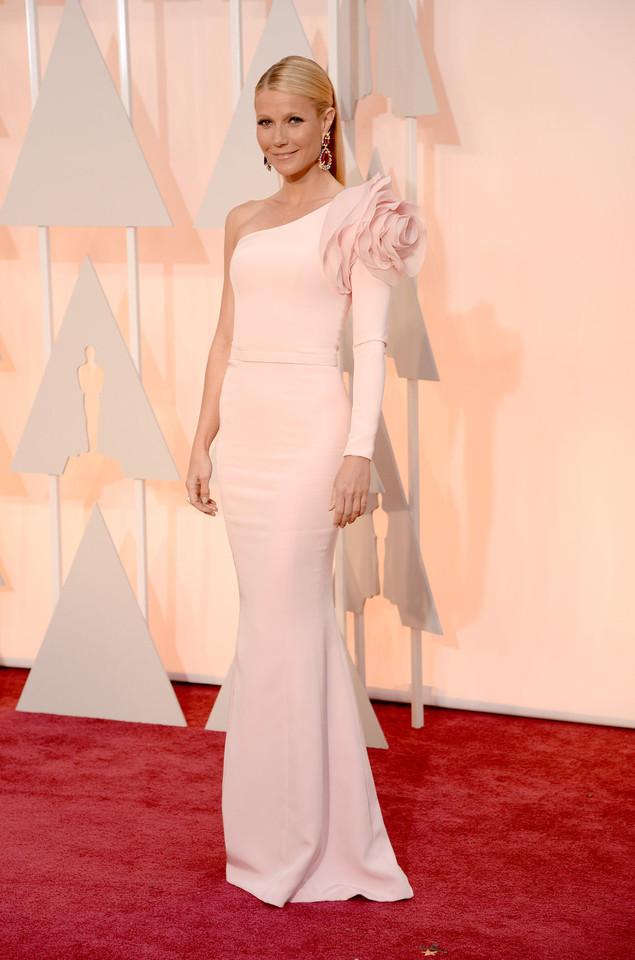 gwyneth-paltrow-oscars-red-carpet-2015.jpeg