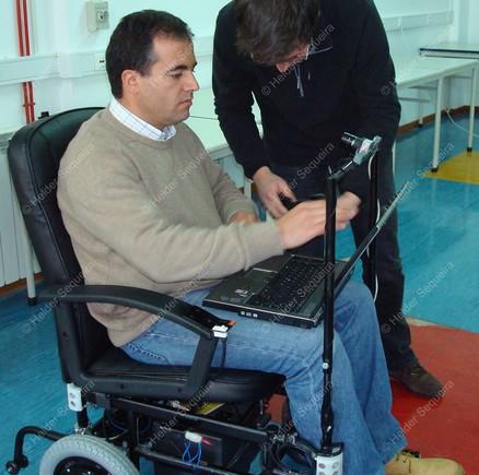 Cadeira conduzida com o olhar - foto Helder Sequei