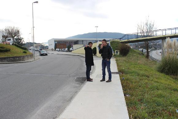 Execução de passeios na Rua Pontault-Combault