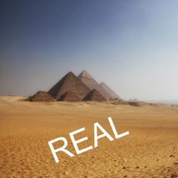 7 Lua vermelha sobre Pirâmides Egipto FALSA.jpg