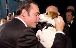 Uggie dá os parabéns a Jean Dujardin