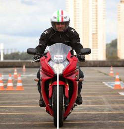 Como entender a frenagem de motocicletas 17511019_d5yT2