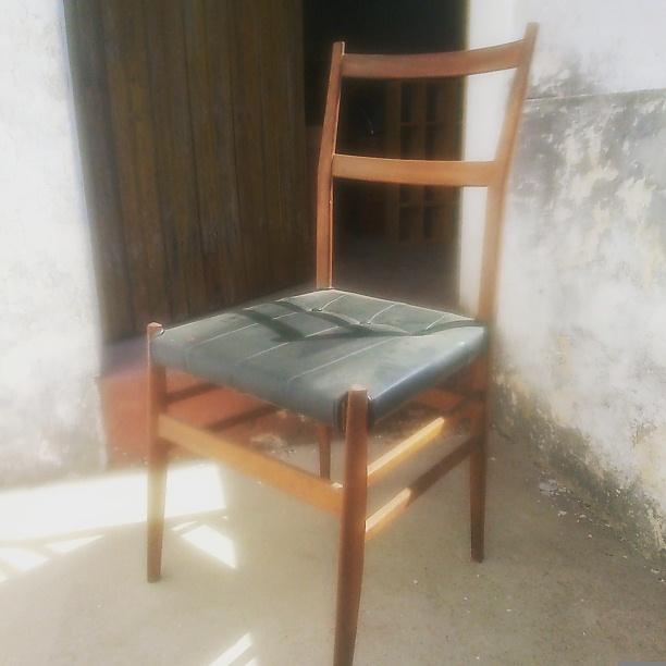 cadeiras velhas.jpg