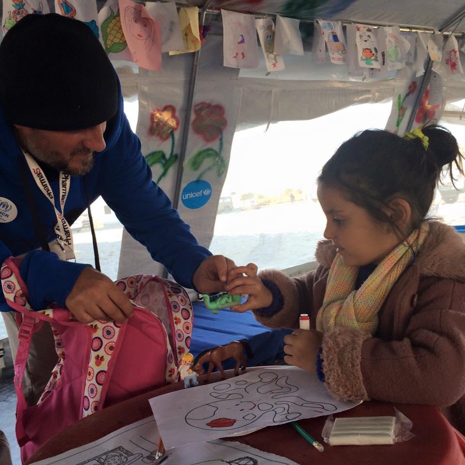 Ajuda a refugiados no campo de Gevgelija, Macedónia.